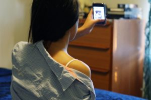 LOS ANGELES, CA- 041010-Teenagers and Sexting, Texting and Facebook- Photo Illustration by J. Emilio Flores/La Opinion